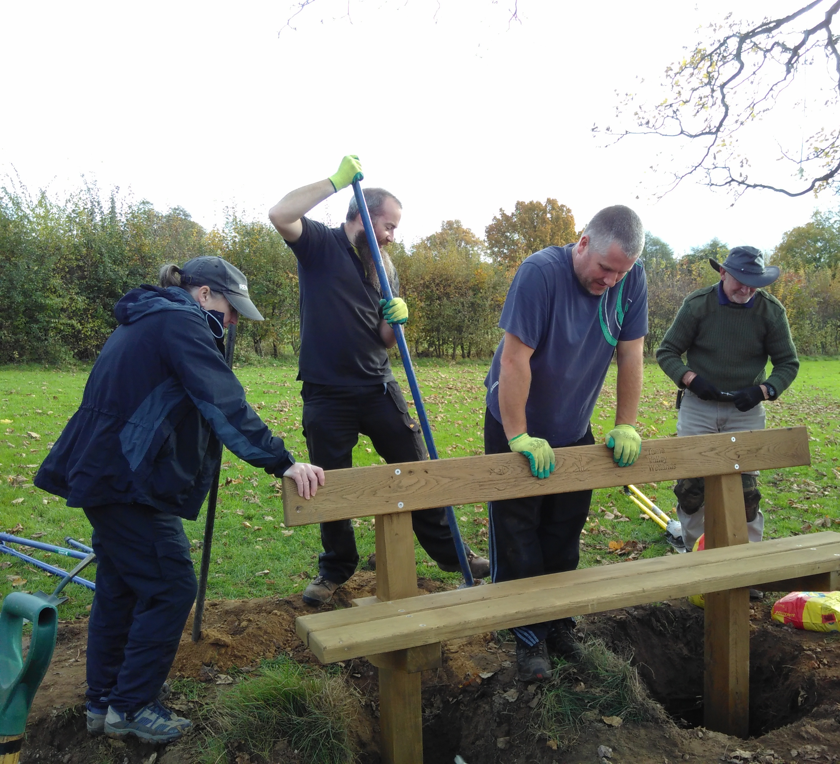 Tameforce volunteers installing a bench in Dosthill Park local nature reserve, © Tame Valley Wetlands, Warwickshire Wildlife Trust 2017